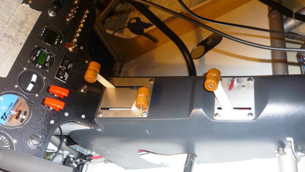 nynja-cde-gaz-frein-trim.jpg